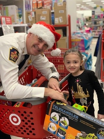 Shop with a Cop Brightens Holidays